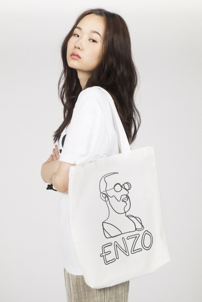 ENZO DRAWING PRINTED CANVAS BAG (WHITE / BLACK)